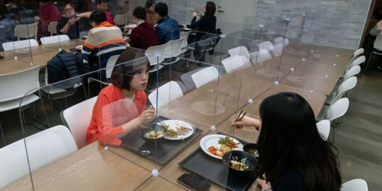 4 Tips Aman Saat Makan Siang Bersama di Kantor