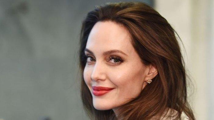 Jolie Memberikan Respon Dari Surat Wanita Afghanistan