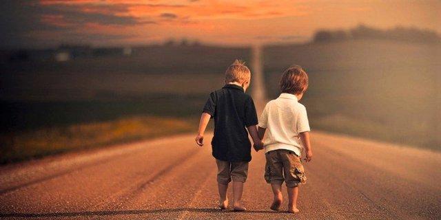 Saudara Adalah Teman Terbaik Untuk Berbagi Cerita Dan Bermain