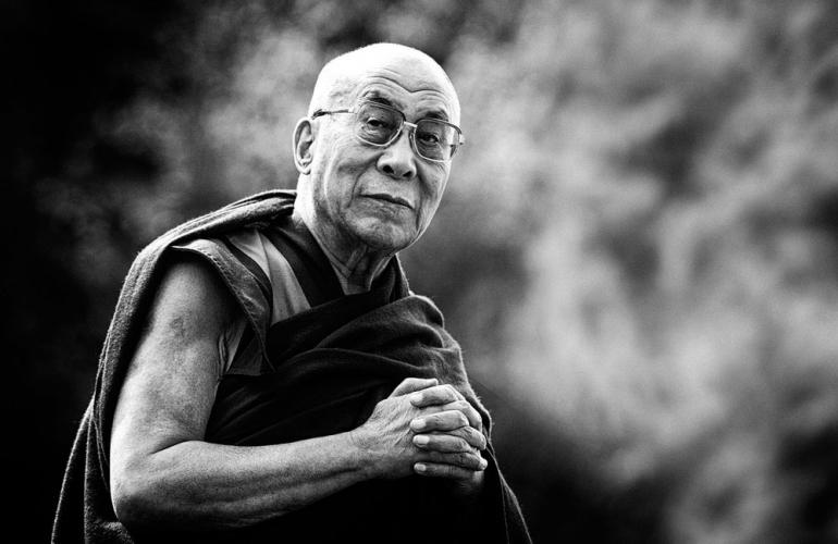 Dr Weinschenk Membawa 5 Muridnya Meditasi Bersama Dalai Lama